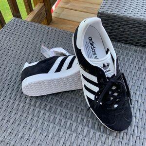 NWT Adidas Gazelle Athletic shoe